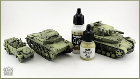 Vallejo DAK Airbrush Paint Set Light